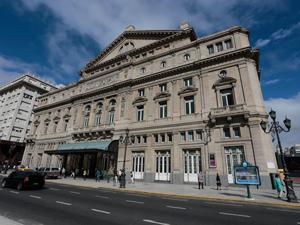 """Graciela Ocaña: """"desde el 2010, el Teatro Colón exhibe un edificio restaurado en todo su esplendor original, dando un marco de distinguida jerarquía a sus presentaciones""""."""