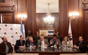 Sergio Abrevaya y Matías Tombolini acompañados por cinco entidades de consorcistas.