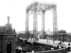 """El 30 será un día no laborable """"puente"""" entre el domingo y el 1º de mayo (Puente de Barracas de 1903)."""