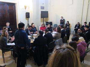 Diego Medwed intenta convencer a la Comisión de Legislación General que le dejen reproducir un audio del Dr. Eduardo Awad sobre Consorcio Participativo.