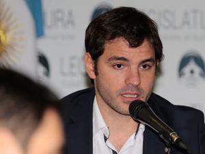 "Facundo Carrillo, autor del proyecto Aplicación Oficial Consorcio Participativo""."