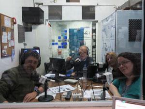 El estudio de Consorcio de Radio desde la cabina del operador.