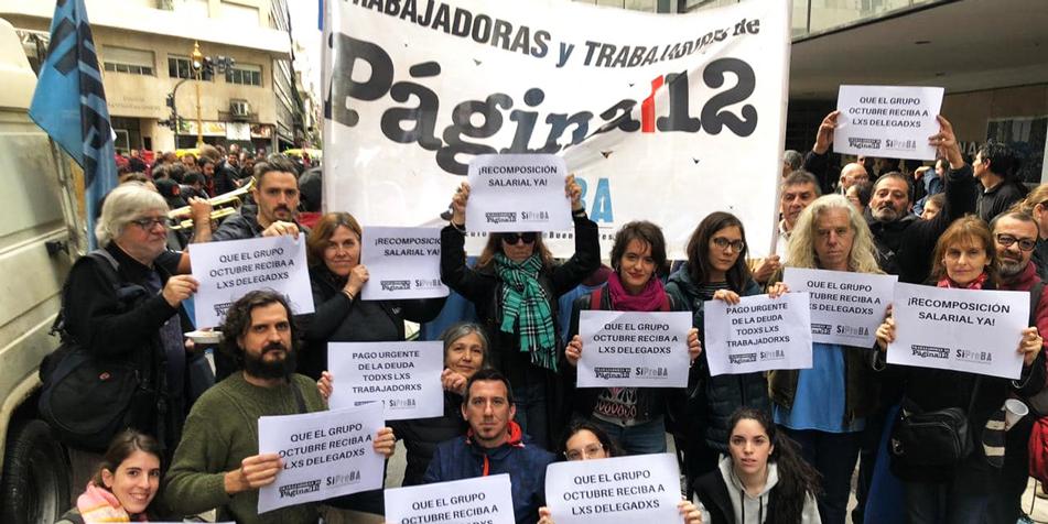 La columna en la jornada de lucha del gremio de prensa en vísperas del día del periodista (Foto: Facebook de la Comisión Interna Página/12)