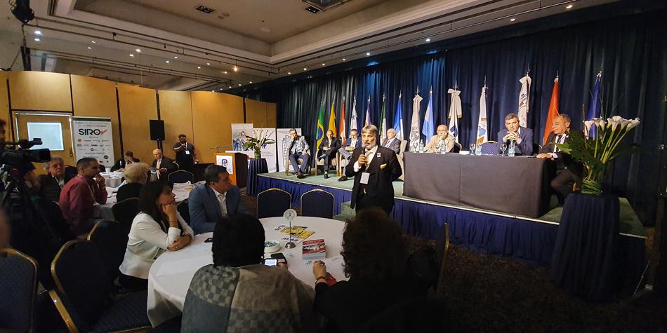 Paneles de la ULAI (Unión Latinoamericana Unión Latinoamericana de Administradores e Inmobiliarias). Diserta el Adm. Salvador Sacal Cabadie de Mexico.