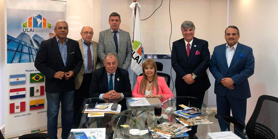 El 11 de noviembre, Miguel Ángel Summa es electo presidente de la ULAI en la ciudad de Panamá. A su lado la Adm. Susana Figueroa Esposito, la nueva vicepresidente.