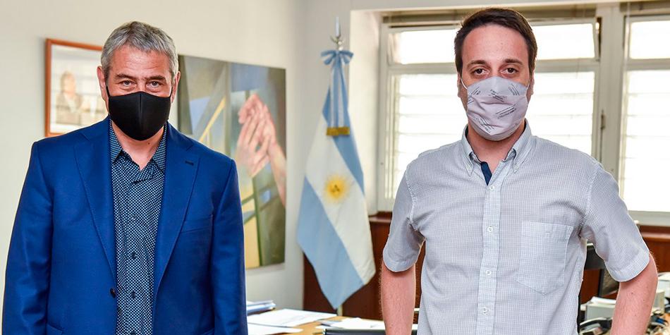 El ministro de Desarrollo Territorial y Hábitat, Jorge Ferraresi y el presidente de la Federación de Inquilinos Nacional, Gervasio Muñoz [Foto Twitter de Ferraresi].