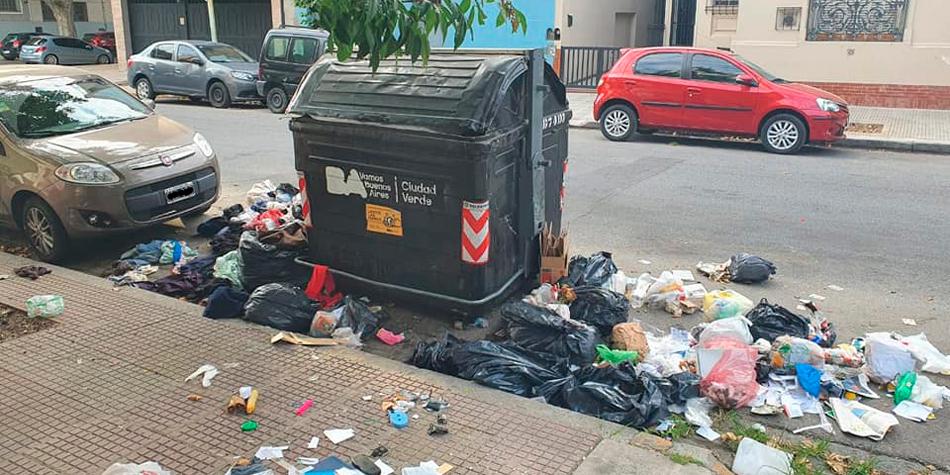 Foto de vecinos tomada en Remedios de Escalada de San Martín al 3.000 el 15/03/2021 [Foto de Facebook]