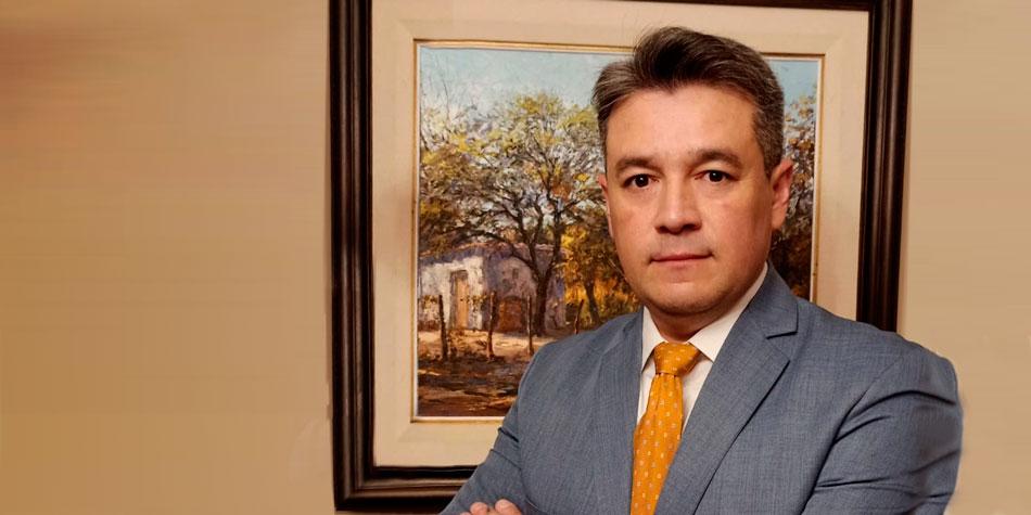 Administrador Carlos Ieno.