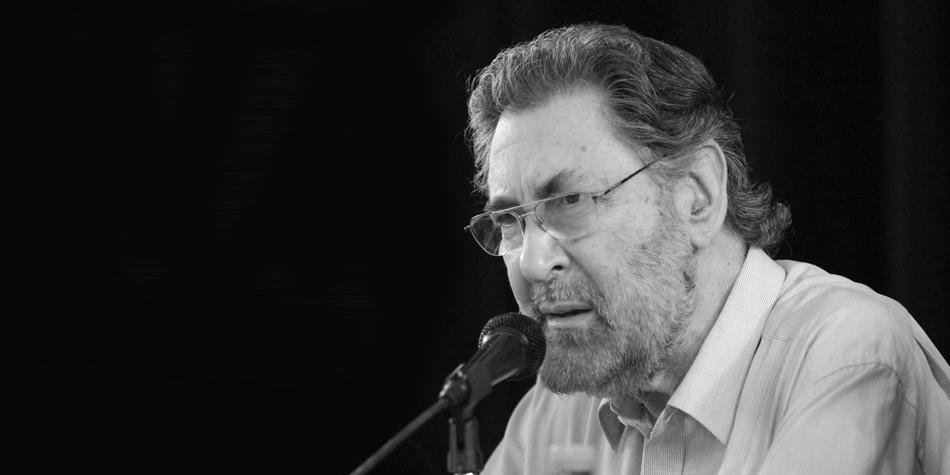 El Dr. Osvaldo Loisi disertando durante el Simposio de la Propiedad Horizontal organizado por la Liga del Consorcista en 2014 [Foto archivo Pequeñas Noticias].