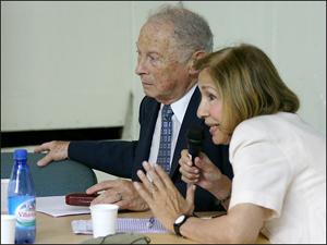 El Dr. Marcos Bergenfeld (APIPH), presidente de la FAC  y la vicepresidente, Sra Alicia Giménez (UCRA).