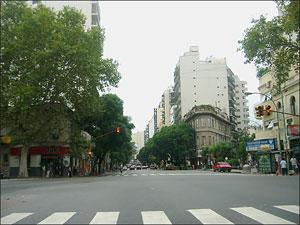 En la Ciudad Autónoma de Buenos Aires los sectores de bajos recursos sufren, en estos momentos, un déficit habitacional importante.