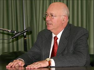 Dr. Jorge Maldonado, coordinador de la Comisión de Consorcios durante la 4ª conferencia del Ciclo 2007