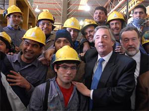 El presidente Néstor Kirchner acompañado por Rafael Bielsa en  el Parque Industrial de Sauce Viejo (29/08/2007).