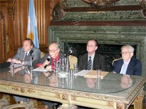 De izq. a der.: Cr. Oscar Barrié, Dr. Samuel Knopoff, Dr. Ricardo Geler y Sr. Bernardo Pollack.