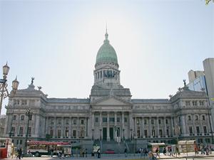Congreso de la Nación: aprobó la Ley 26.314 que incorporó los vales alimentarios al salario del trabajador.