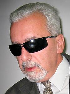 Dr. Eduardo Awad