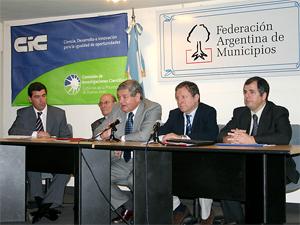 Los presidentes de las cinco entidades de administradores reunidos en la Federación Argentina de Municipios en octubre de 2007.