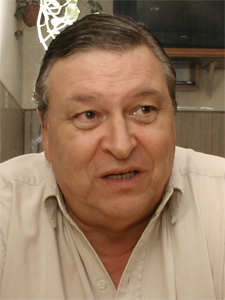 "Jos� Carb�, co-conductor de ""Las Voces del Consorcio""."