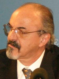 Dr. Carlos Tomada.