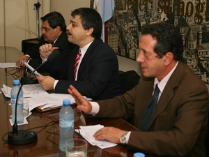 Al fente Víctor Pérez (vicepresidente 1º), Sergio Abrevaya y al fondo Daniel Tocco (presidente).