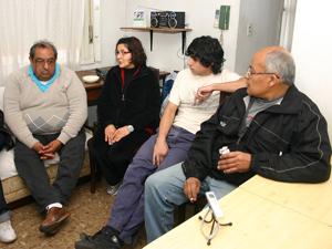De izq. a der.: El Dr. Oscar Espinosa, Luisa Zapata, Emilio Jara y Luis Miguel Tassara.