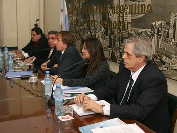 De izq. a der.: Daniel Tocco, Edgardo Aoun, Juan Manuel Gallo, Gabriela Saldivia y Arturo Molina.