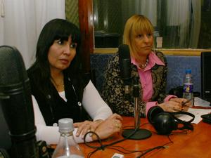 La Sra. Mercedes Garcia (izq.) y la Dra. Carmen Elena Krifatón (Der.) de ADEPROH.