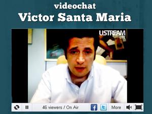 Víctor Santa María durante una conferencia de videochat con personas de todo el país.