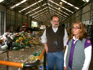 La Sra. Cristina Lescano y Angel Fernando Ojeda en la planta de El Ceibo TB.