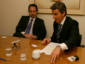 Dres. Jorge Martín Irigoyen (adelante) y Mauro Rossi.