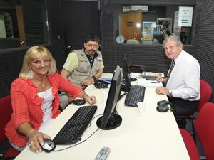 De Izq. a Der.: María Teresa Vanzini, Claudio García de Rivas y Jorge Hernández en Conexión Abierta.