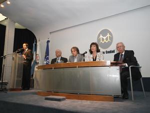 El Prof. Jorge Alonso destacó la calidad de los disertantes.