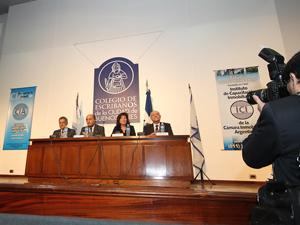 De izq. a der.: el Dr. Fortunato Suppa, el Sr. Néstor Wallenten, la Arq. Estela Reca y el Prof. Jorge Alonso.