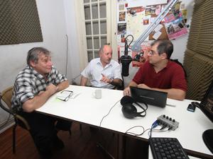 De izq. a der.: El Sr. Alejandro Fantini, el Dr. Eduardo Brailowsky y el Adm. Adrián Hilarza.