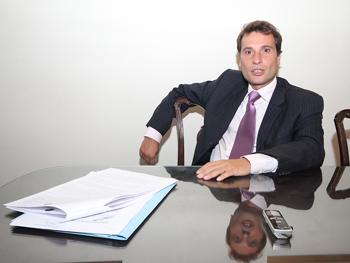 Dr. Juan José Aguirre.