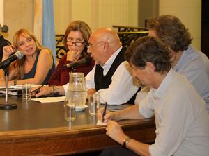 María José Lubertino junto a una representante del Estado porteño y de entidades de arquitectos e ingenieros.