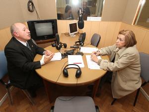 """Eduardo Brailovsky y Alicia Giménez durante el debate organizado por el programa """"Derecho de Piso""""."""