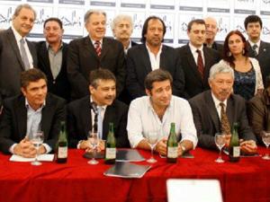 Sergio Abrevaya el día de la presentación del Consejo Económico y Social. En el centro sentado junto a Víctor Santa María, secretario general del SUTERH.