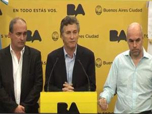 En el centro Mauricio Macri, a su derecha Eduardo Machiavelli y a su izquierda Horacio Larreta.