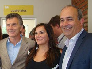 Gabriela Pilar Saldivia, coordinadora del RPA, entre Mauricio Macri (Der.) y Eduardo Machiavelli.