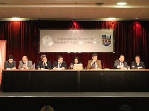 Jorge Scampini junto a sus compa�eros de panel durante su disertaci�n en la 1� Jornada de Propiedad Horizontal.