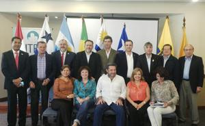 Los representantes de las entidades de administradores asistentes a la VI reunión de la UITEC. En el centro Víctor Santa María, titular del SUTERH.