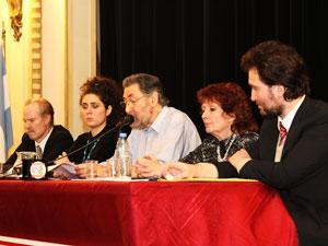 """Dr. Osvaldo Loisi, diserta durante el simposio """"La propiedad horizontal en el nuevo Código Civil""""."""
