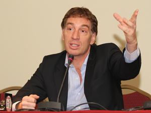 Senador Diego Santilli.