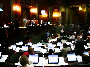De aprobarse en el recinto cualquiera de los dos proyectos legislativos quedaría derogada la Ley Muñoz.