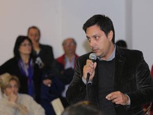 Los vecinos interrumpieron en numerosas oportunidades la disertación de García de García Vilas.