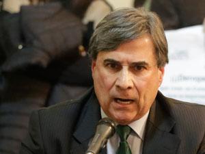 Cr. Gustavo Gallego efrente a legisladores y vecinos en la Comisión de Legislación General de la Legislatura porteña.