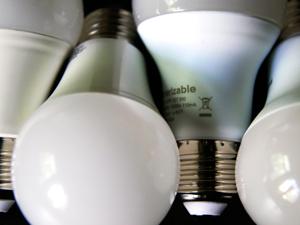 Una lámpara LED que consume 13w equivale a una de tradicional de filamento que consume 100w